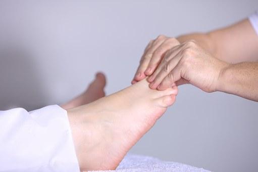 Deformacje stóp – opis choroby, objawy i profilaktyka