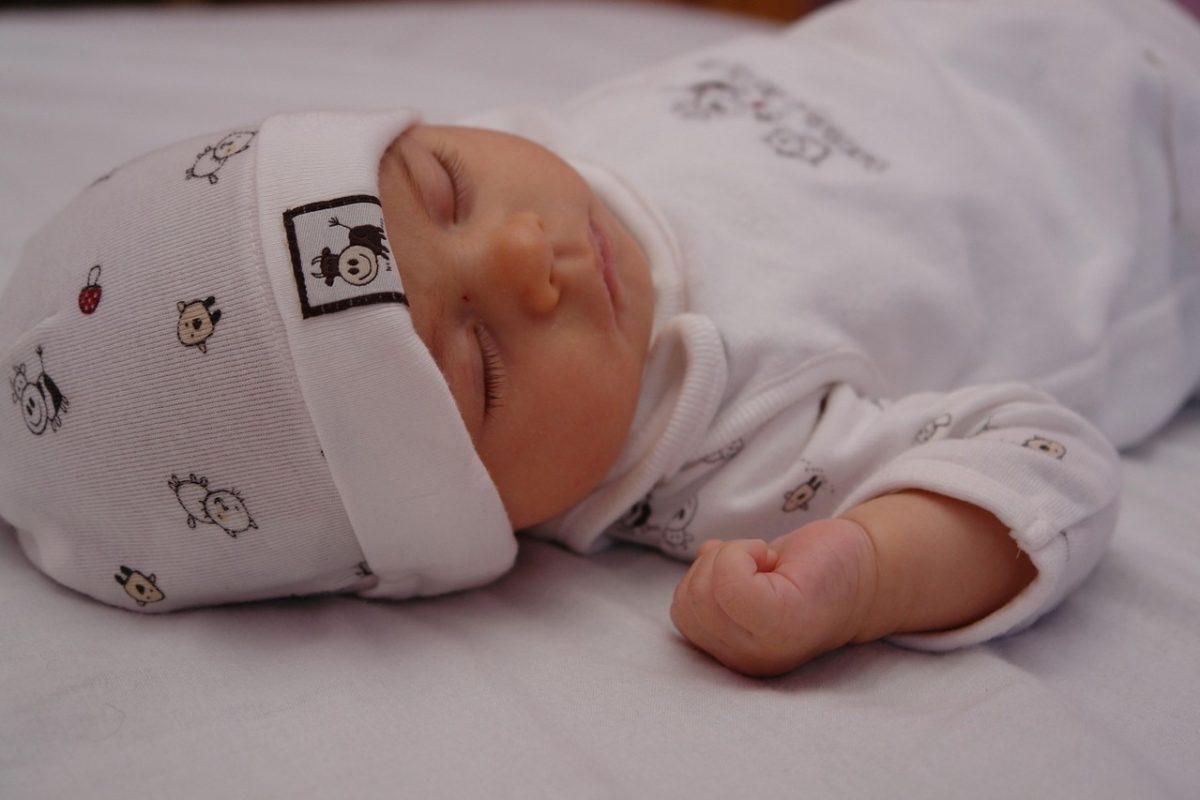 Dobór pościeli dla dziecka/niemowlęcia. Jakich materiałów należy unikać, a które sprawdzą się najlepiej?